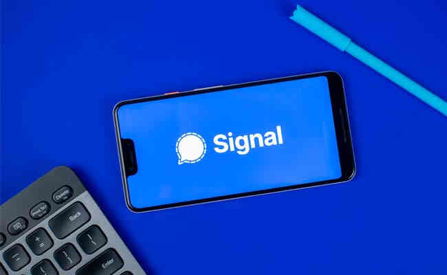 Signal records a growth in downloads in India, Whatsapp faces burns