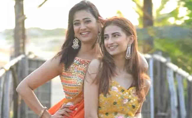 Both is competing in the looks: Shweta and Palak Tiwari