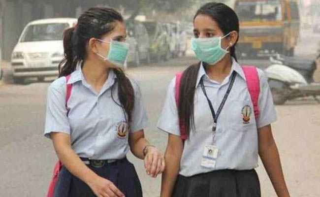 To combat Pollution, Delhi Government to distribute masks among School students